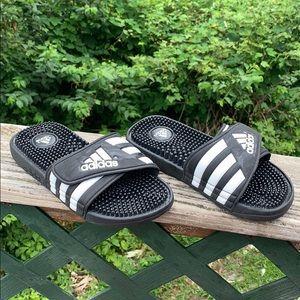 Adidas Slides Sz 4 Y black & white